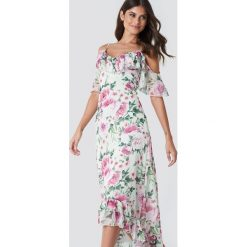 Trendyol Asymetryczna sukienka maxi w kwiaty - Multicolor. Szare długie sukienki marki Trendyol, na co dzień, z elastanu, casualowe, dopasowane. W wyprzedaży za 121,77 zł.