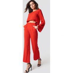 Spodnie damskie: Hannalicious x NA-KD Spodnie garniturowe z wysokim stanem - Red