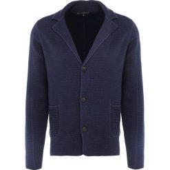 DRYKORN VALE Kardigan navy. Niebieskie kardigany męskie marki DRYKORN, m, z bawełny. W wyprzedaży za 345,95 zł.