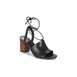 Sandały Vagabond  CAROL. Czarne sandały damskie marki Vagabond, z materiału, z okrągłym noskiem. Za 479,00 zł.