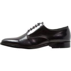 Steve Madden PACER Eleganckie buty black. Czarne buty wizytowe męskie Steve Madden, z materiału, na sznurówki. Za 509,00 zł.