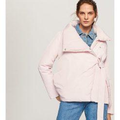 Pikowana kurtka z dużym kołnierzem - Różowy. Czerwone kurtki damskie pikowane Reserved. Za 199,99 zł.
