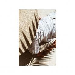 Koszulka z nadrukiem Bala Island Tee White. Białe t-shirty damskie marki Bala-lifestyle, s, z nadrukiem, z bawełny. Za 109,00 zł.