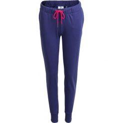 Spodnie dresowe damskie SPDD600 - granatowy - Outhorn. Niebieskie spodnie dresowe damskie Outhorn, na lato, z dresówki. W wyprzedaży za 39,99 zł.