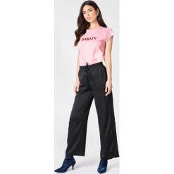 NA-KD T-shirt Darlin' - Pink. Niebieskie t-shirty damskie marki NA-KD, z satyny. Za 60,95 zł.