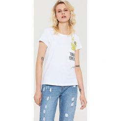T-shirty damskie: T-shirt z nadrukiem smiley – Biały