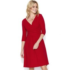 Czerwona Dresowa Sukienka z Dekoltem V. Czerwone sukienki dresowe Molly.pl, na co dzień, l, z kopertowym dekoltem, dopasowane. Za 119,90 zł.