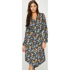 Answear - Sukienka. Szare sukienki z falbanami marki ANSWEAR, na co dzień, l, z materiału, casualowe, midi, proste. W wyprzedaży za 139,90 zł.