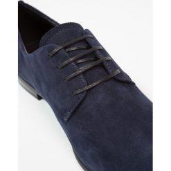 Vagabond MARILYN Oksfordki dark blue. Niebieskie jazzówki damskie Vagabond, z materiału. Za 419,00 zł.