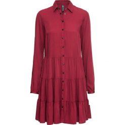 Sukienka bonprix pomarańczowo-czerwony. Czerwone sukienki z falbanami marki bonprix, plisowane. Za 129,99 zł.