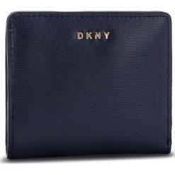 Mały Portfel Damski DKNY - Bryant Bifold Wallet R83Z3657 Navy NVY. Niebieskie portfele damskie DKNY, ze skóry. Za 289,00 zł.