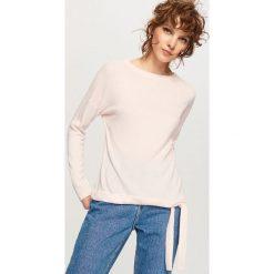Sweter z wiązaniem na dole - Różowy. Czerwone swetry klasyczne damskie Reserved, l. Za 49,99 zł.