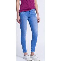 Pepe Jeans - Jeansy Cher. Niebieskie jeansy damskie marki Pepe Jeans, z bawełny, z obniżonym stanem. W wyprzedaży za 179,90 zł.