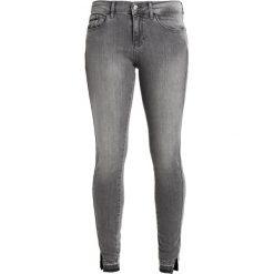 Calvin Klein Jeans MID RISE SKINNY TWISTED Jeans Skinny Fit grey clay. Szare jeansy damskie marki Calvin Klein Jeans, z bawełny. W wyprzedaży za 359,40 zł.