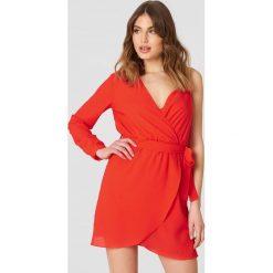 Trendyol Sukienka na jedno ramię - Red. Czerwone sukienki mini Trendyol, w paski, z kopertowym dekoltem, kopertowe. W wyprzedaży za 80,98 zł.