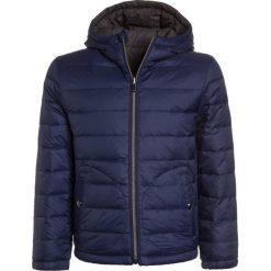 Polo Ralph Lauren REVERS OUTERWEAR Kurtka przejściowa newport navy. Niebieskie kurtki chłopięce przejściowe marki Polo Ralph Lauren, na zimę, z materiału. W wyprzedaży za 401,40 zł.
