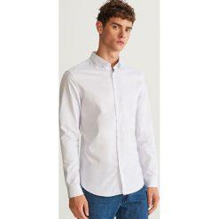 Prążkowana koszula slim fit - Biały. Białe koszule męskie slim marki Reserved, l. Za 99,99 zł.
