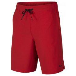 Oakley Icon Woven Short Red Line L. Czerwone spodenki sportowe męskie marki Oakley, z materiału, sportowe. W wyprzedaży za 159,00 zł.