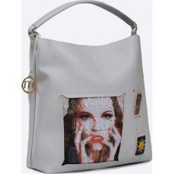 Monnari - Torebka. Szare torebki klasyczne damskie marki Monnari, w paski, z materiału, duże. W wyprzedaży za 129,90 zł.