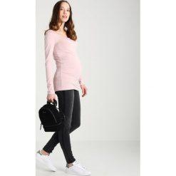 MAMALICIOUS MLRIGA CONTRAST  Jeansy Slim Fit black denim. Czarne jeansy damskie relaxed fit MAMALICIOUS. Za 259,00 zł.