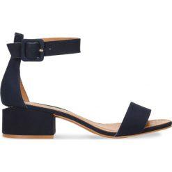 Sandały ZINA. Niebieskie sandały damskie marki Gino Rossi, w paski, z nubiku, na płaskiej podeszwie. Za 299,90 zł.