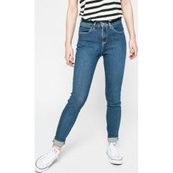 Wrangler - Jeansy. Szare jeansy damskie relaxed fit marki Wrangler, na co dzień, m, z nadrukiem, casualowe, z okrągłym kołnierzem, mini, proste. W wyprzedaży za 259,90 zł.
