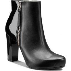 Botki GINO ROSSI - Serena DBH201-T14-E106-9999-F 99/99. Szare buty zimowe damskie marki Gino Rossi, w paski, z materiału, małe. W wyprzedaży za 299,00 zł.