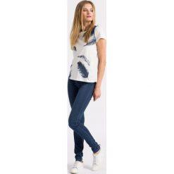 Vero Moda - Jeansy. Niebieskie jeansy damskie rurki marki Vero Moda, z obniżonym stanem. W wyprzedaży za 79,90 zł.