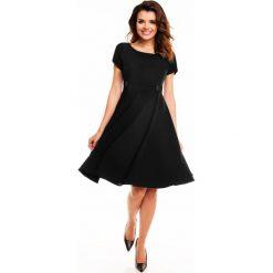 Sukienki balowe: Czarna Rozkloszowana Sukienka z Podkreśloną Talią