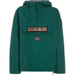 Napapijri RAINFOREST Kurtka zimowa alpine green. Niebieskie kurtki chłopięce zimowe marki Napapijri, z bawełny. W wyprzedaży za 471,20 zł.