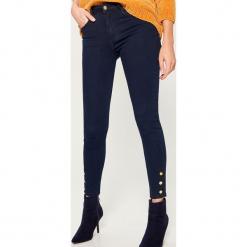Jeansy skinny fit z wysokim stanem - Niebieski. Niebieskie spodnie z wysokim stanem Mohito, z jeansu. Za 119,99 zł.