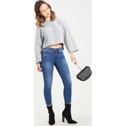 Boyfriendy damskie: Noisy May Petite NMLUCY Jeans Skinny Fit blue denim