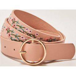 Paski damskie: Pasek z haftem – Różowy