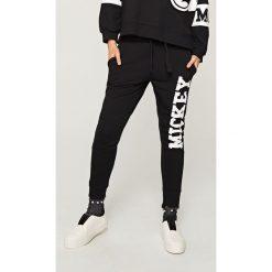 Spodnie dresowe damskie: Spodnie dresowe z nadrukiem – Czarny