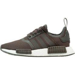Adidas Originals NMD_R1 Tenisówki i Trampki trace grey metallic/footwear white. Szare trampki męskie adidas Originals, z materiału. W wyprzedaży za 449,25 zł.