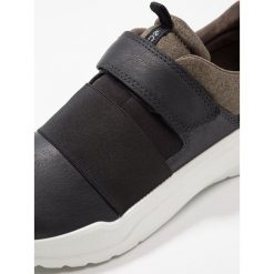 Ecco INTERVENE Tenisówki i Trampki black/grape leaf. Czarne buty sportowe chłopięce ecco, z materiału. Za 449,00 zł.
