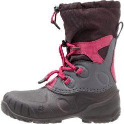 Jack Wolfskin ICELAND PASSAGE Śniegowce azalea red. Szare buty zimowe damskie marki Jack Wolfskin, z materiału. W wyprzedaży za 258,30 zł.