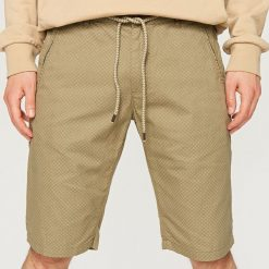 Wzorzyste szorty - Zielony. Brązowe szorty męskie marki Reserved. W wyprzedaży za 29,99 zł.