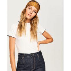 T-shirt z pofalowaną lamówką - Kremowy. Białe t-shirty damskie Reserved, l. Za 39,99 zł.