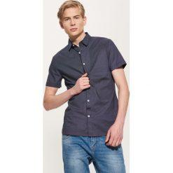 Koszula w mikrowzór - Granatowy. Niebieskie koszule męskie House, l. Za 79,99 zł.