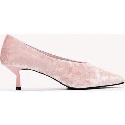 Czółenka: NA-KD Shoes Welurowe czółenka na niskim obcasie – Pink