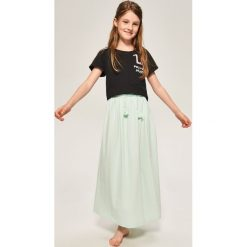 Długa spódnica z ozdobnym sznurkiem - Zielony. Zielone spódniczki dziewczęce Reserved, maxi. W wyprzedaży za 39,99 zł.