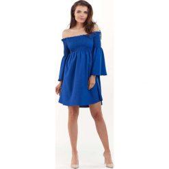 Niebieska Sukienka z Marszczonym Dekoltem Carmen. Niebieskie sukienki balowe marki bonprix, na spacer, na lato, w koronkowe wzory, z bawełny, dopasowane. Za 129,90 zł.