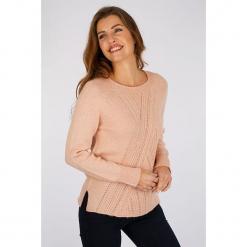 """Sweter """"Pompier"""" w kolorze jasnoróżowym. Czerwone swetry klasyczne damskie marki Scottage, z wełny, z okrągłym kołnierzem. W wyprzedaży za 86,95 zł."""