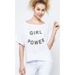 Bluzka z szerokim dekoltem Girl Power biała. Białe bluzki dziewczęce bawełniane marki FOUGANZA. Za 12,00 zł.