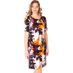 Jesienna sukienka w kwiaty QUIOSQUE. Czerwone sukienki dzianinowe QUIOSQUE, na jesień, w kwiaty, z krótkim rękawem, mini, dopasowane. W wyprzedaży za 59,99 zł.
