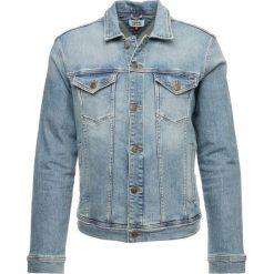 Tommy Jeans CLASSIC TRUCKER JACKET Kurtka jeansowa illinois light blue stretch. Niebieskie kurtki męskie jeansowe Tommy Jeans, m. Za 549,00 zł.