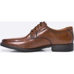 Clarks - Półbuty Tilden Plain. Brązowe buty wizytowe męskie Clarks, z gumy, na sznurówki. W wyprzedaży za 239,90 zł.