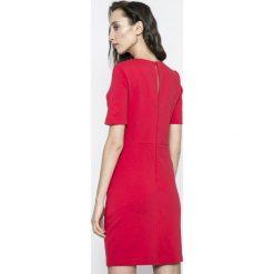 Vila - Sukienka Fellow. Szare sukienki dzianinowe marki Vila, na co dzień, l, casualowe, z okrągłym kołnierzem, z krótkim rękawem, mini, dopasowane. W wyprzedaży za 99,90 zł.