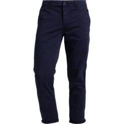BONOBO Jeans Chinosy black iris. Niebieskie jeansy męskie regular BONOBO Jeans. W wyprzedaży za 135,20 zł.